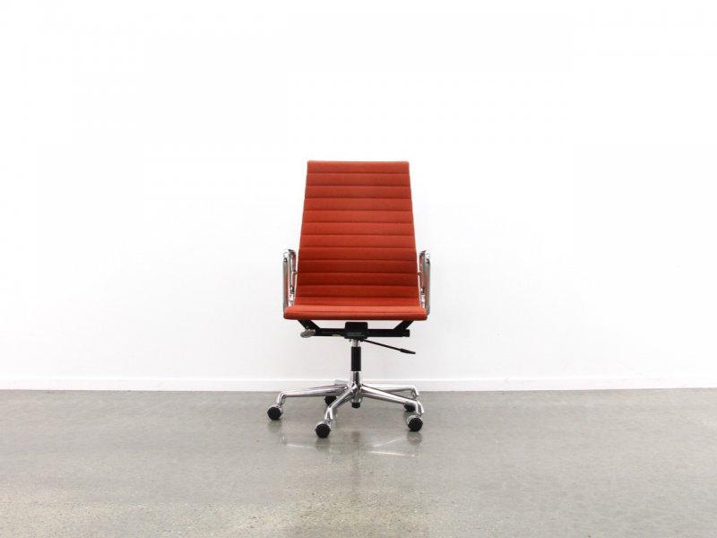 Designer: Charles & Ray Eames - Producer: Vitra