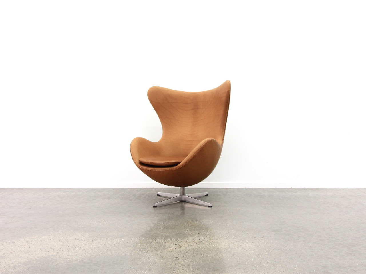 Egg Chair Arne Jacobsen Fritz Hansen Cognac Pellegrinidesign